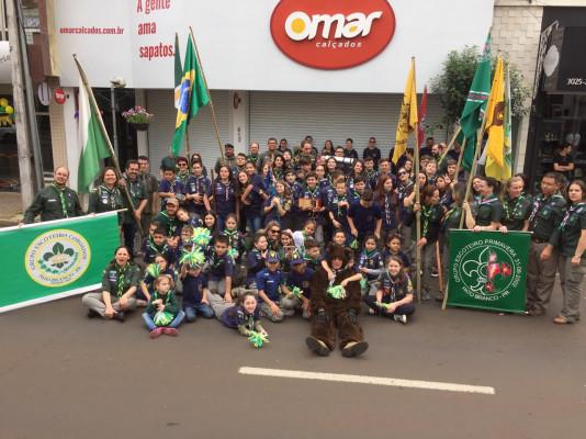 G.E. Coroados e G.E. Primavera participam juntos desfile cívico