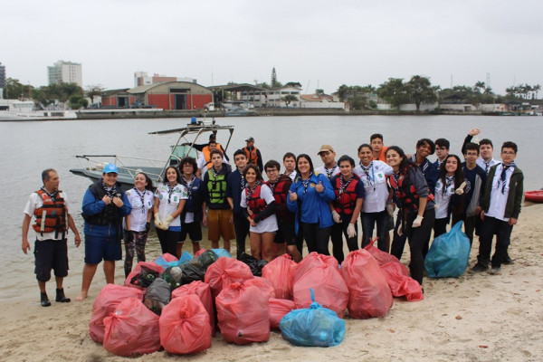 Atividade para Combate ao Lixo no Mar